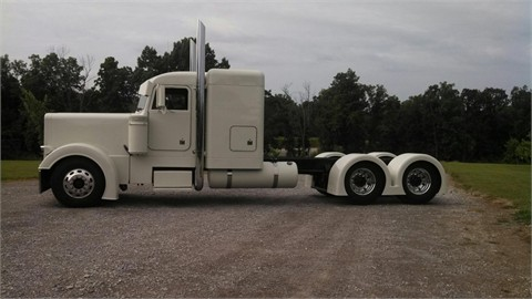 Supermiller class 8 trucks truck is totaly rebuilt it has been a nine month project the frame was sandblasted and painted black custom painted grill breathers visor publicscrutiny Gallery